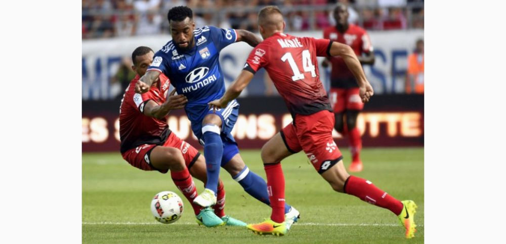 Rencontre Amicale Lyon Dijon Lyon Lacazette touché Au Genou Possible Intervention Pour